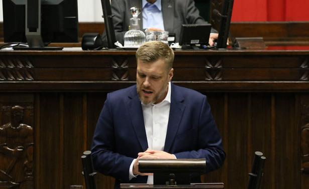 Polska powinna prowadzić podmiotową politykę gospodarczą względem wielkich korporacji powiedział Adrian Zandberg