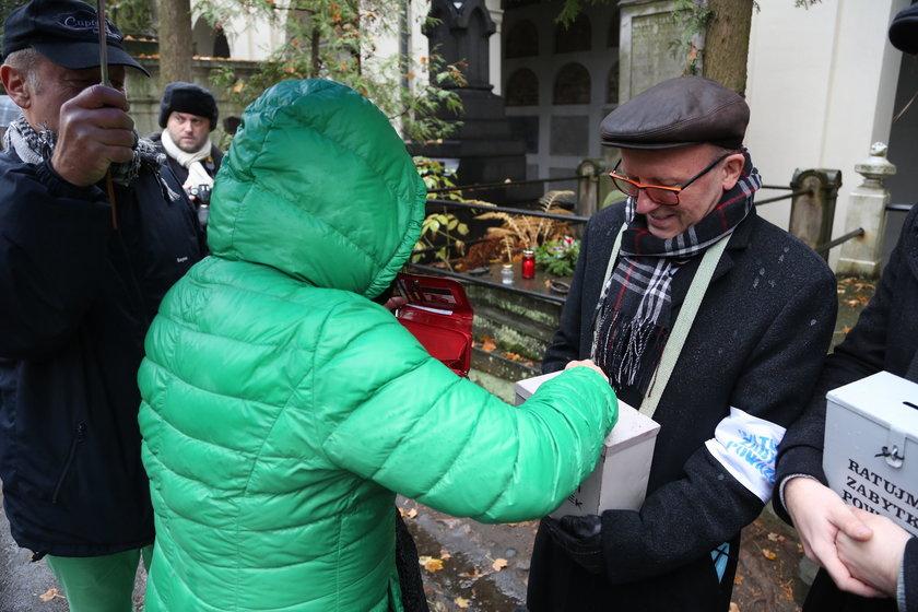 Pomimo pandemii zbierają na Powązki