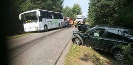 Autobus z dziećmi zderzył się z terenówką. Są ranni