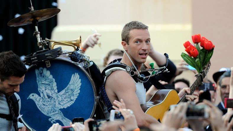 """""""Ghost Stories"""" to szczególna płyta dla grupy Coldplay. Na jej powstanie wielki wpływ miał kryzys w małżeństwie Chrisa Martina i Gwyneth Paltrow. Większość piosenek z albumu zainspirowały właśnie trudne relacje lidera Coldplay z laureatką Oscara..."""
