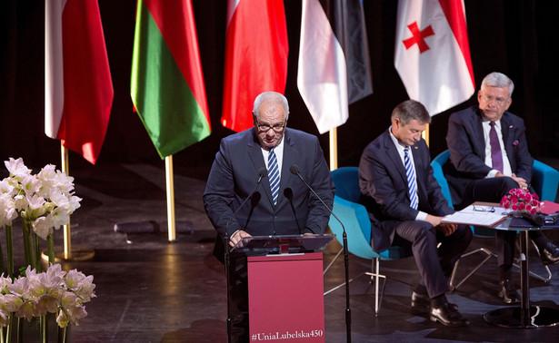Wicepremier, minister aktywów państwowych Jacek Sasin w poniedziałek w Polskim Radiu zaznaczył, że PiS wychodzi z założenia, iż wybory prezydenckie powinny odbyć się w terminie wskazanym przez konstytucję - 10 maja