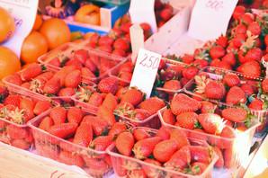 """""""PRLJAVIH 12"""" I """"ČISTIH 14"""" Koje voće i povrće sadrži OPASNE DOZE PESTICIDA, a koje je najbezbednije za jelo"""