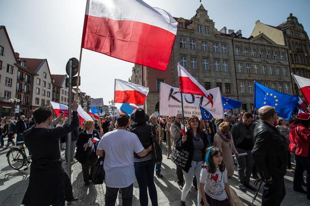 """Rozmowy, jak mówił Kijowski, dotyczyły m.in. """"możliwych naruszeń praw człowieka"""" w Polsce, w tym w związku z przyjętymi już nowymi przepisami w ustawach o prokuraturze i policji, """"a także planów ograniczenia prawa własności za pomocą ustawy o obronie ziemi""""."""