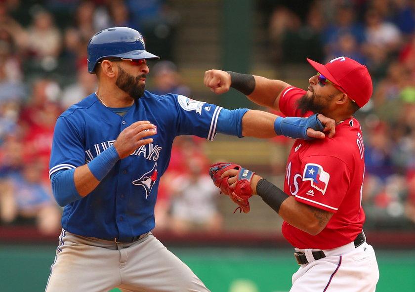 Toronto Blue Jays - Texas Rangers zakończone bójką! Co za cios!