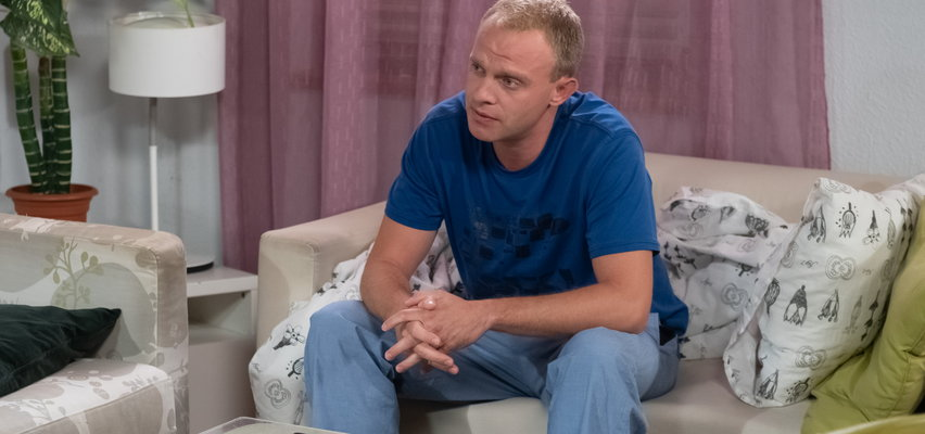 """""""Na Wspólnej"""" odcinek 3309. Kamil za wszelką cenę chce odszukać Siwego. Spotkanie ze zbiegłym ze szpitala pacjentem nie skończy się dobrze!"""