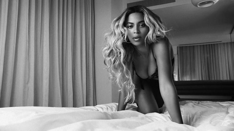 """Bez zapowiedzi i kampanii reklamowej amerykańska supergwiazda w nocy z czwartku na piątek swój nowy album studyjny, złożony z 14 premierowych piosenek i nakręconych do nich teledysków. Zestaw zatytułowany jest po prostu """"Beyoncé"""""""