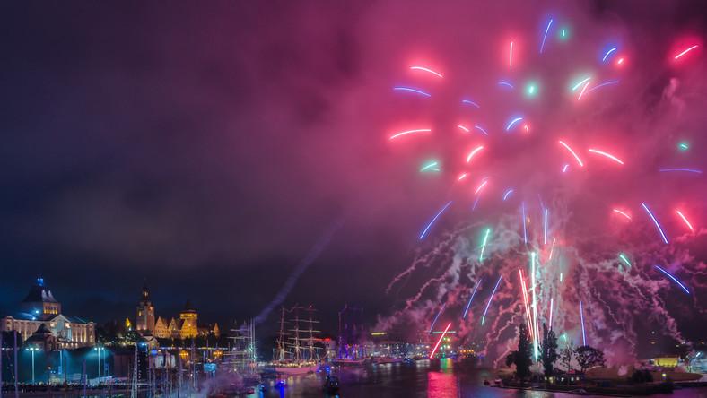 Szczecin w nocnej scenerii z fejerwerkami