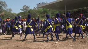 Sikhowie prezentują niesamowite style walki podczas święta Hola Mohalla