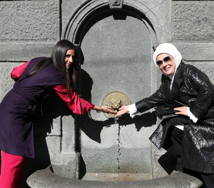 emina i tamara 03 foto Anadolija Mustafa Kamacı