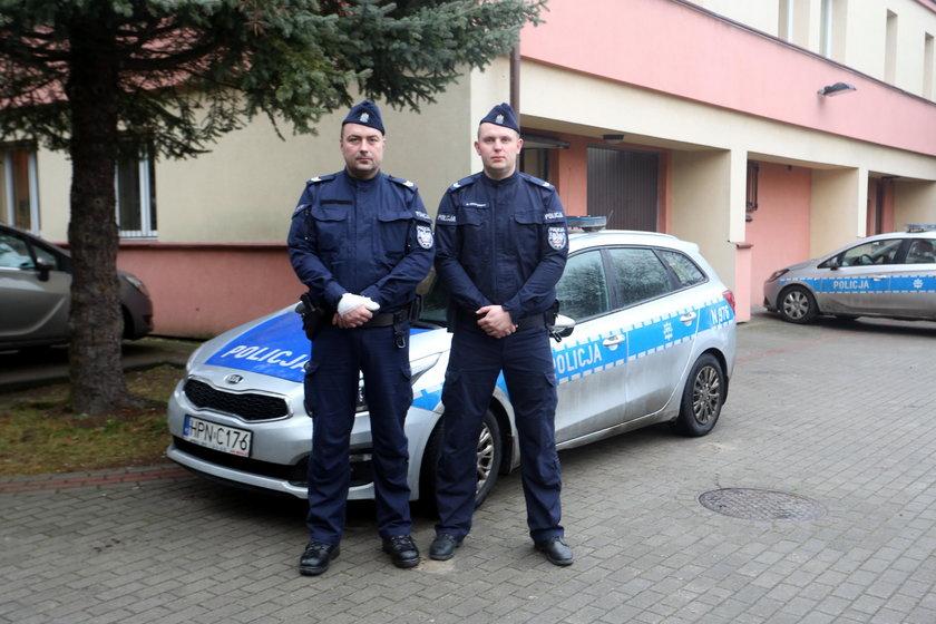 sierż. sztab. Marek Rydzkowski i sierż. Dawid Czapiewski