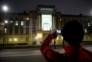Opinia Komisji Weneckiej w Sejmie, 'by wypracować rozwiązanie'. Opozycja: Wpierw publikacja wyroku TK