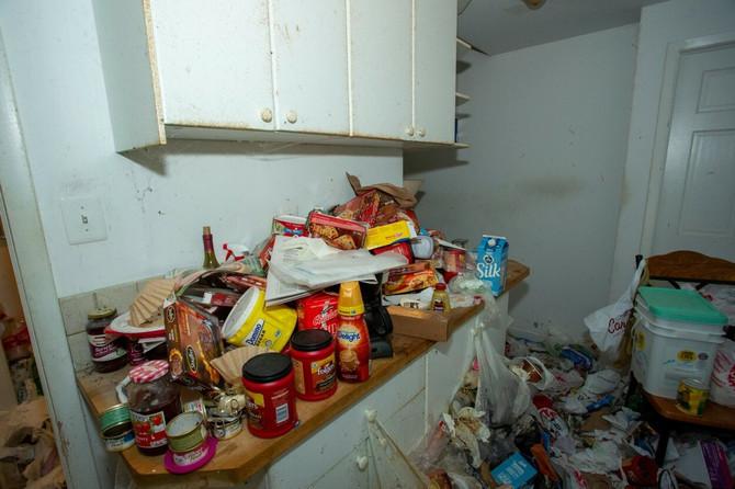 Svaki kutak kuće bio je pun smeća