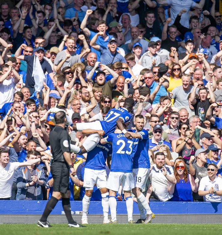 FK Everton, FK Mančester junajted
