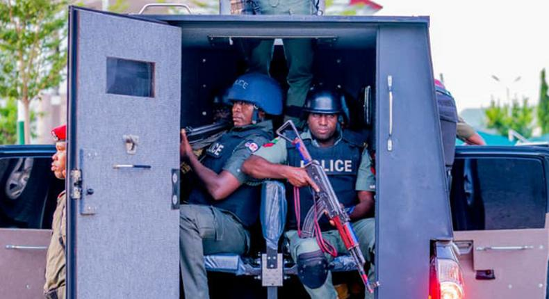 Passersby foil robbery attempt in Yenagoa. [Guardian]