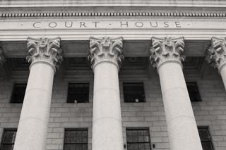 Rządowa reforma: Próba upolitycznienia sądów czy odpowiedź na rzeczywiste problemy społeczne