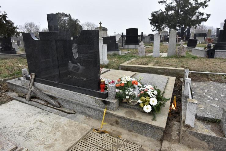 Grob Dragice Krisić