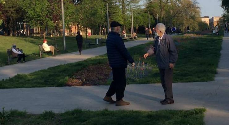 Penzioneri u šetnji