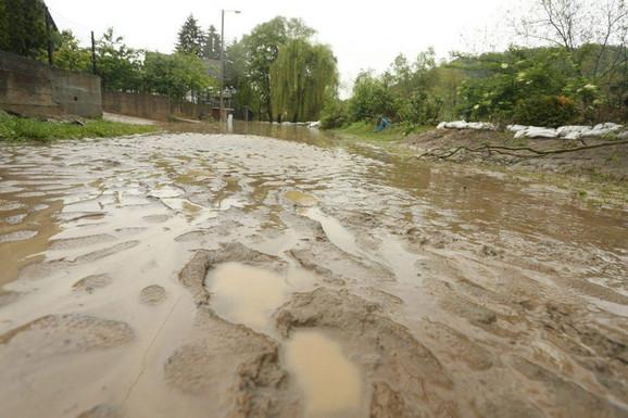 Banjaluka, naselje Lazarevo, reka Vrbas ostavila mulj za sobom