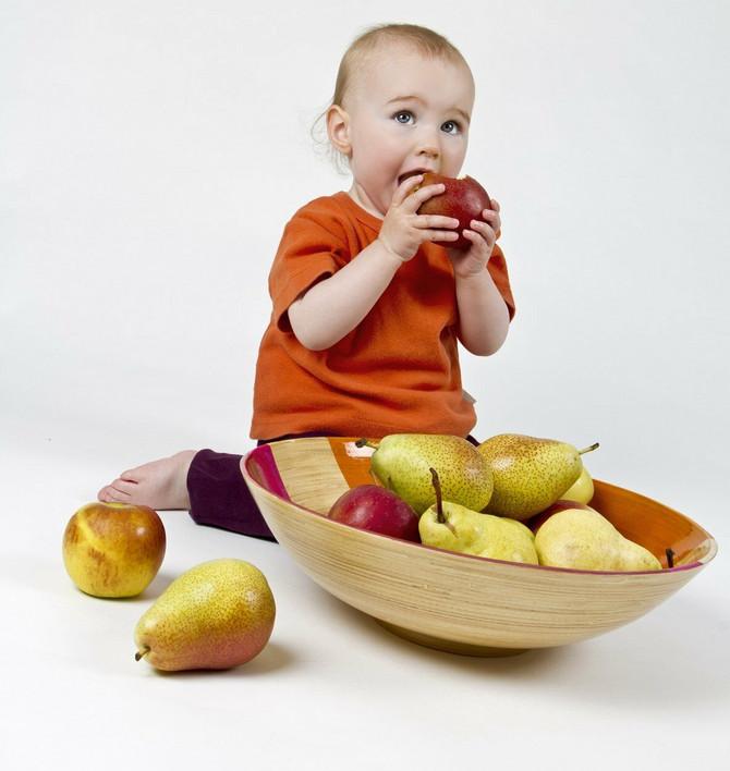 Po želji možete dodati i štapić cimeta u šerpu s jabukama, ali ga obavezno izvadite pre pasiranja