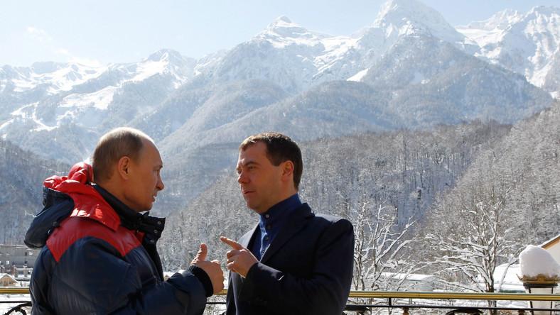 Miedwiediew i Putin spotkali się w kurorcie narciarskim Krasnaja Polana, 40 km od Soczi, nad Morzem Czarnym