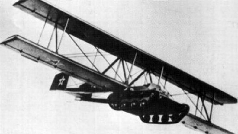 Dzięki doczepionym skrzydłom, lekki czołg T-60 mógł być holowany w powietrzu. Pierwsze próby w 1942 roku udowodniły, że bezpieczny lot i lądowanie są możliwe