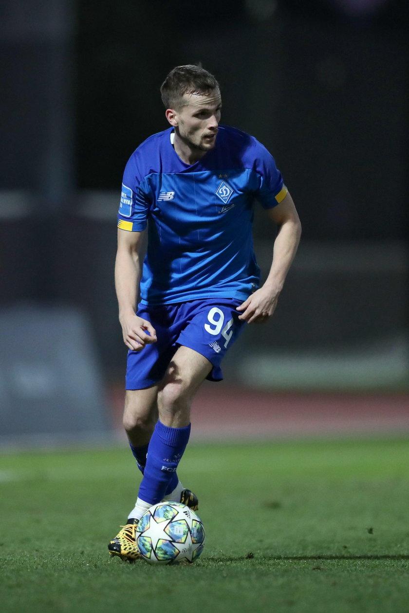 Koronawirus sprawił, że runęły wszelkie sportowe plany, a piłkarz Dynama Kijów nie rusza się z Ukrainy.