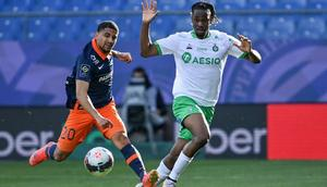 Kaizer Chiefs' two-goal star Keagan Dolly (L) playing for Montpellier in France this year. Creator: Pascal GUYOT