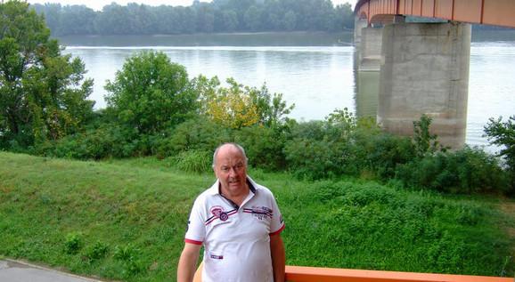 Tu, kod mosta u Batini, Ekhard Zelbah je izvukao Ekeharda Valtera iz Dunava - promrzlog i jedva živog