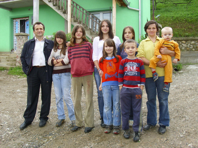 Milojko sa suprugom i sedmoro dece