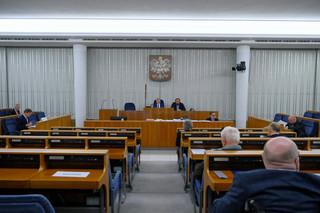 'Obostrzenia stosowane w sposób uznaniowy i nierówny'. Senat wzywa do przestrzegania zasady równości wobec prawa