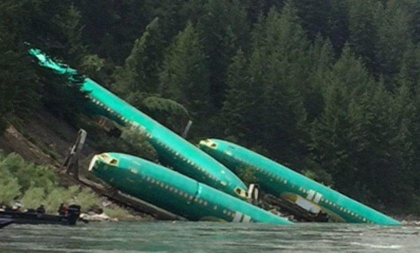 Samoloty w rzece