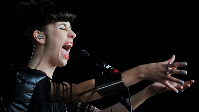"""Na koncie ma na razie tylko jedną płytę - album """"Vows"""", który ukazał się 29 sierpnia 2011 roku i już w pierwszym tygodniu sprzedaży znalazł się na samym szczycie list przebojów"""