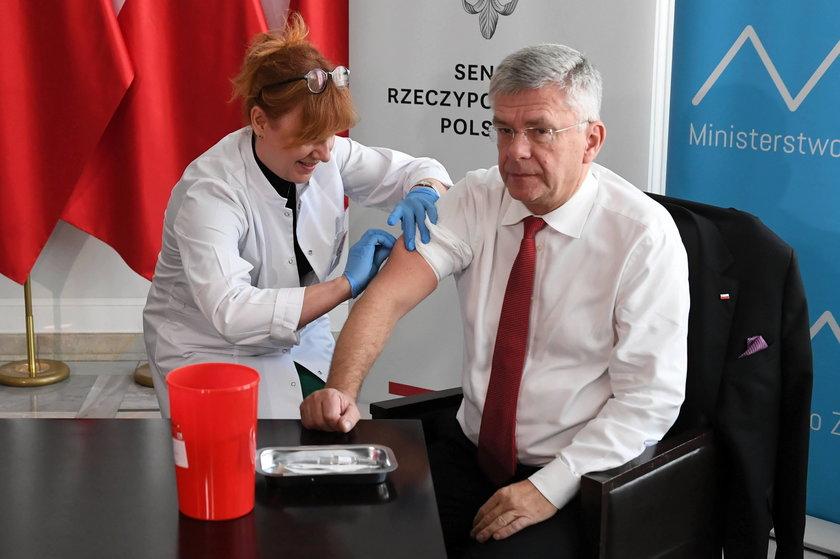 Stanisław Karczewski podczas konferencji prasowej zachęcającej do szczepienia przeciwko grypie w 2018 r.