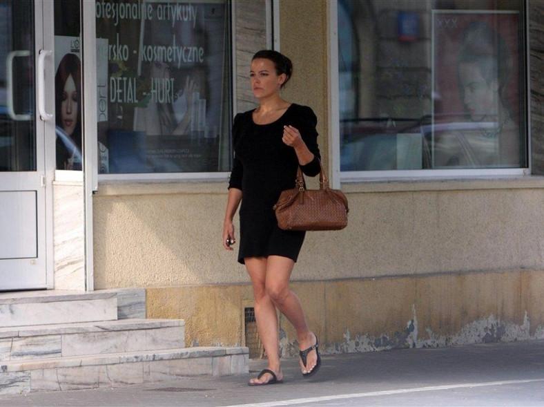 Na co dzień Anna Mucha nie pokazuje się w przesadzonych stylizacjach, ale i tak wygląda pięknie.