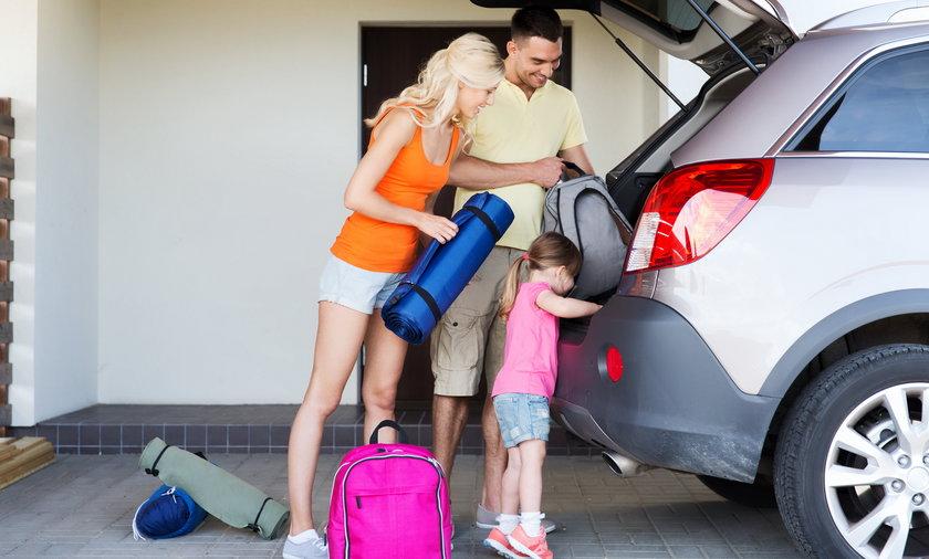 Wyjazd samochodem na wakacje za granicę. Co trzeba zabraćze sobą.