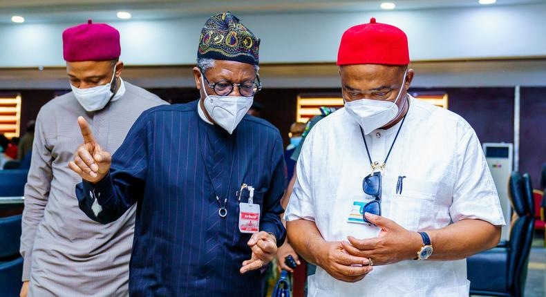 Minister of Information and Culture, Alhaji Lai Mohammed(M); Governor Hope Uzodinma(R) and the Minister of State for Education, Chukwuemeka Nwajiuba. [Twitter/@Hope_Uzodimma1]