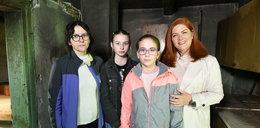 Samotna matka mieszkała z córkami w ruinie. Bez podłóg, ogrzewania i łazienki