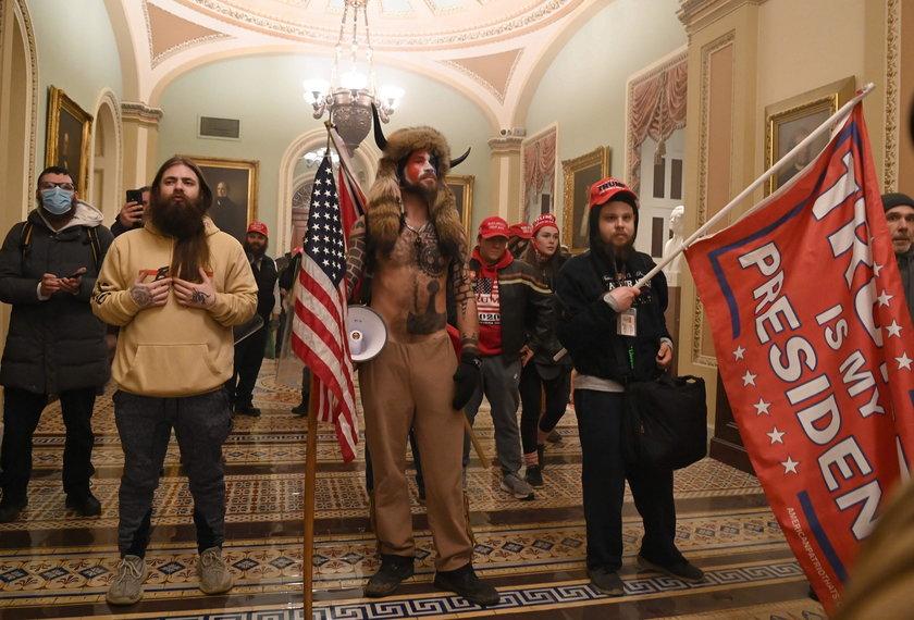 USA: zamieszki na Kapitolu. Szaman Jake Angeli aresztowany