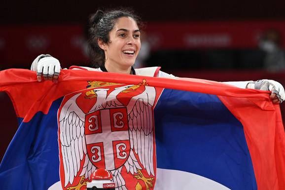 "Završena aukcija ""Blic fondacije"", OKS i olimpijaca! POBEDA! Milion dinara za decu iz Zvečanske!"