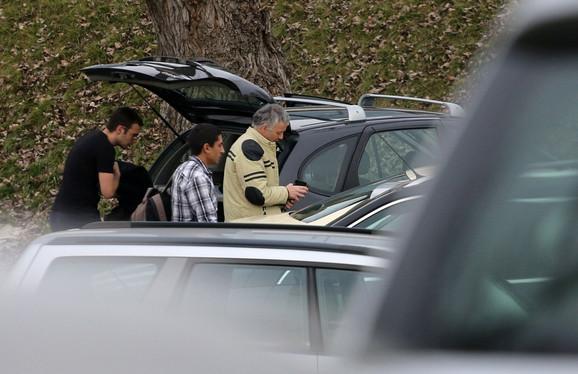 PRTLJAG Bez reči do kraja vožnje: Na pitanje da li ima prtljag, novinar je rekao da ima samo ranac i to je jedino što su pričali do kraja vožnje