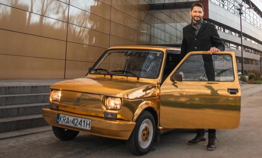 Szczęśliwy posiadacz złotego fiata 126p