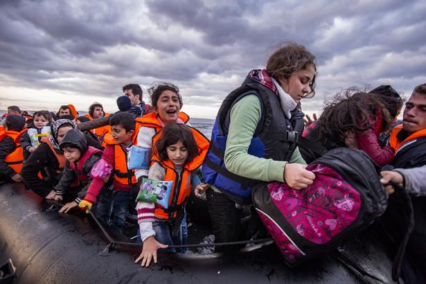 """""""Jesteśmy świadkami naprawdę tragicznych scen, gdy pontony idą pod wodę na Morzu Śródziemnym w środku zimy"""" - powiedział na briefingu w Genewie."""