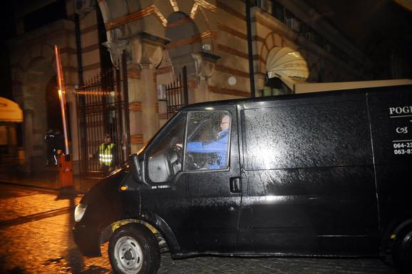 Telo Olivera Ivanovića doveženo je sinoć na Novo groblje