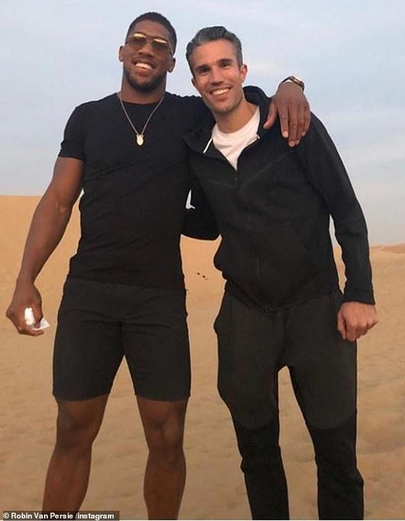 Anthony Joshua and Robin van Persie met up in Dubai [Instagram]