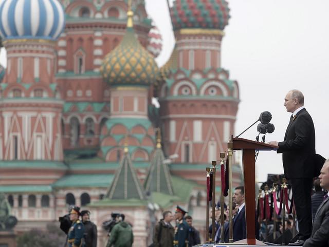 Nije mu lako palo odlaganje parade - Vladimir Putin (foto: sa prošlogodišnje proslave)