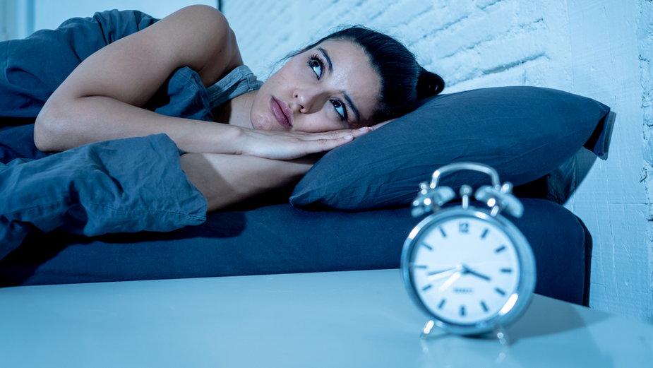 Dlaczego budzimy się w nocy z niepokojem?