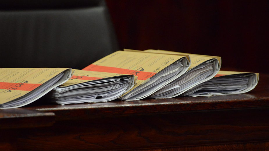 Prokuratura wywiodła 100 pozwów