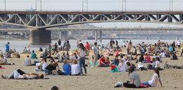 Tłumy na plaży i parkach