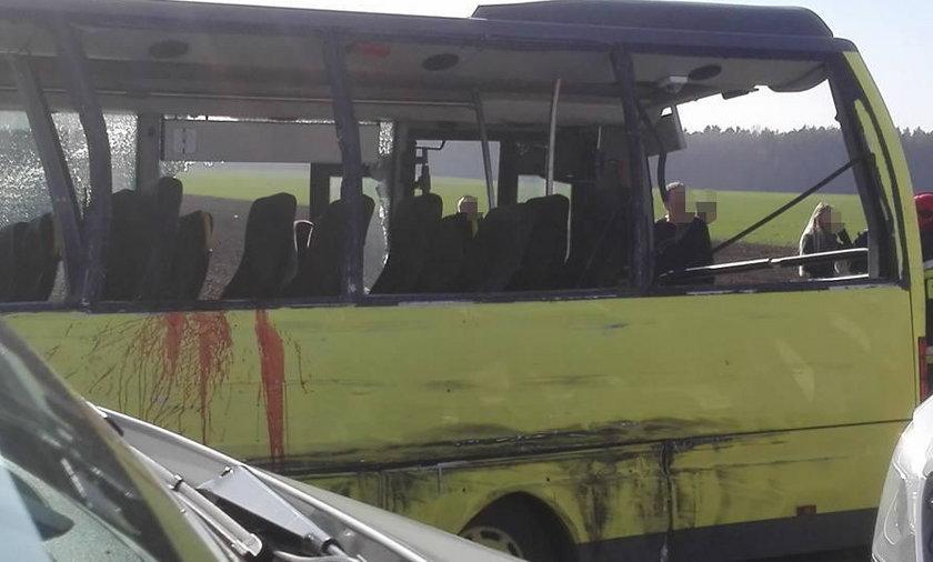 Ciężarówka zderzyła się z autobusem
