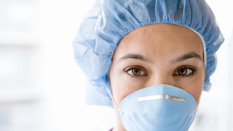 pielęgniarka covid zasiłek chorobowy maska koronawirus lekarz doktor wirus